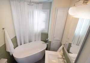 44th St, Des Moines Bathroom Remodel